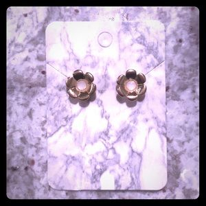 NWOT LC Lauren Conrad Gold Flower Stud Earrings